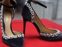 Fuarda 57 bin liralık ayakkabıyı Türk şarkıcı satın aldı