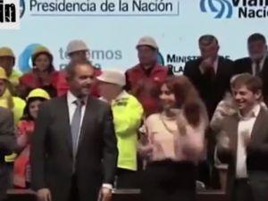 Devlet Başkanı böyle dans etti!
